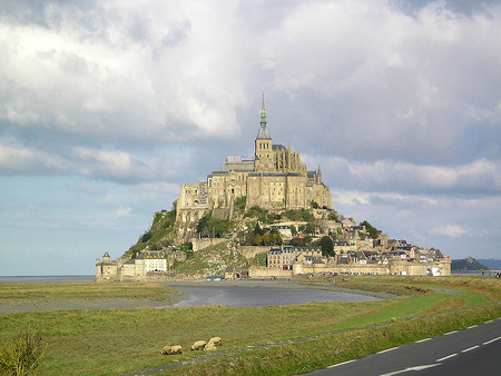 800px-Mont_Saint-Michel_France