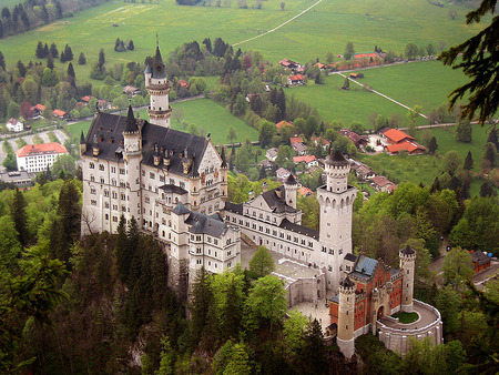 800px-Neuschwanstein_castle