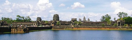 800px-Angkor_Wat_from_moat