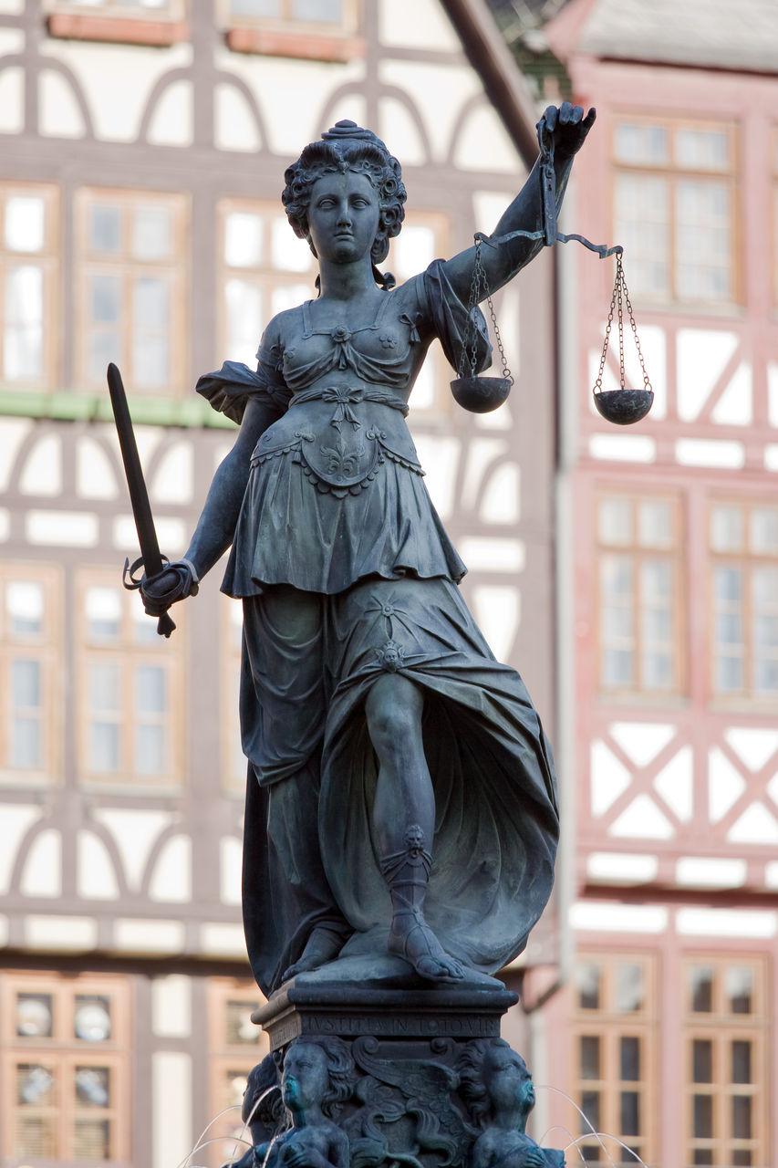 thaix5.com)7 Frankfurt_Justitia_20110408