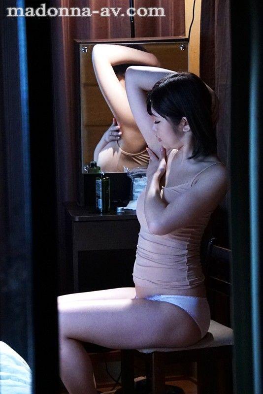 向かい部屋の人妻 石川祐奈 (4)
