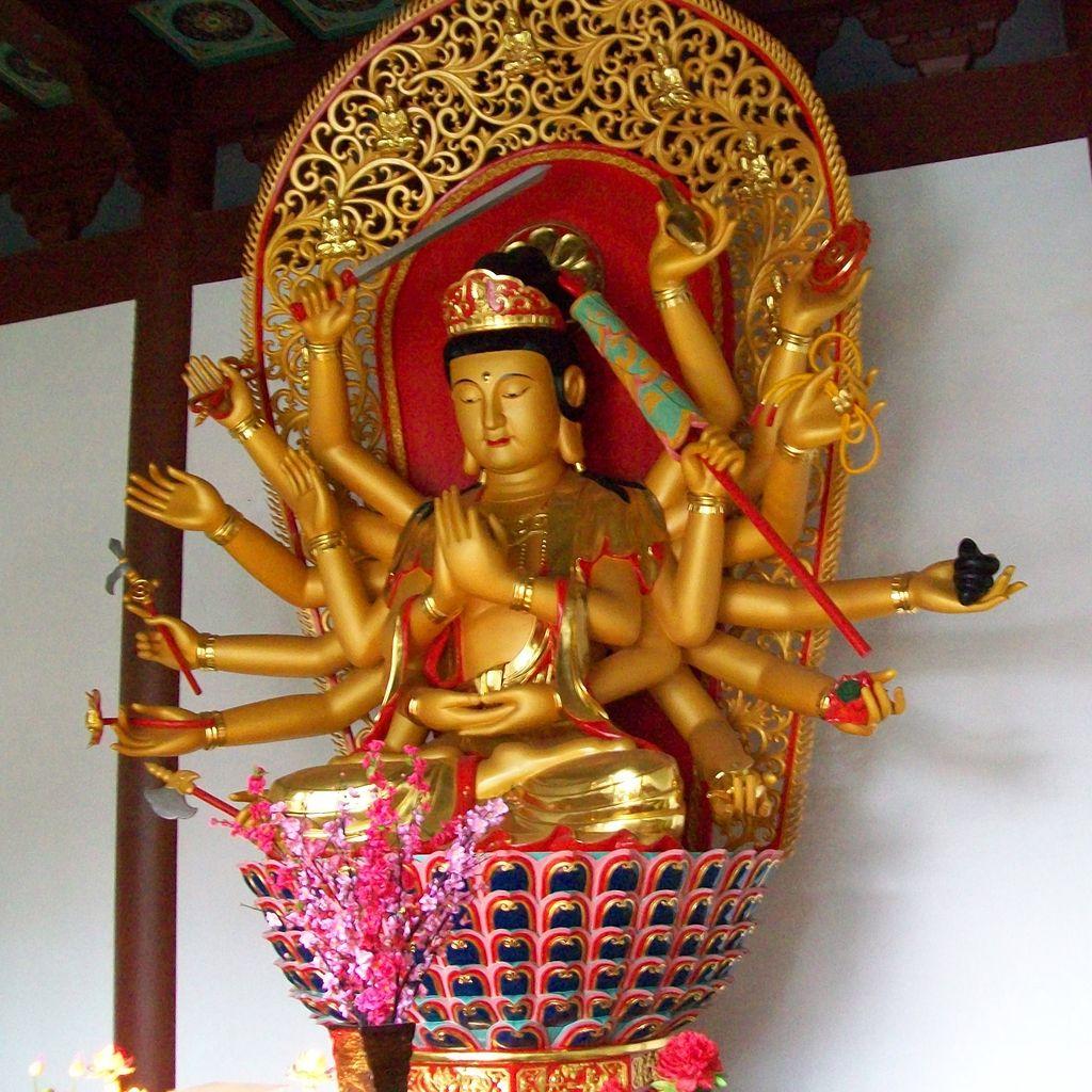 Lingyin_temple_18_armed_cundi