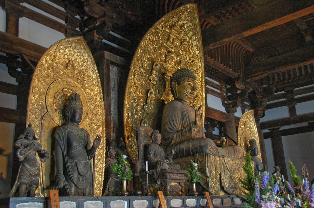 Eastern_Golden_Hall_Kofukuji_inside