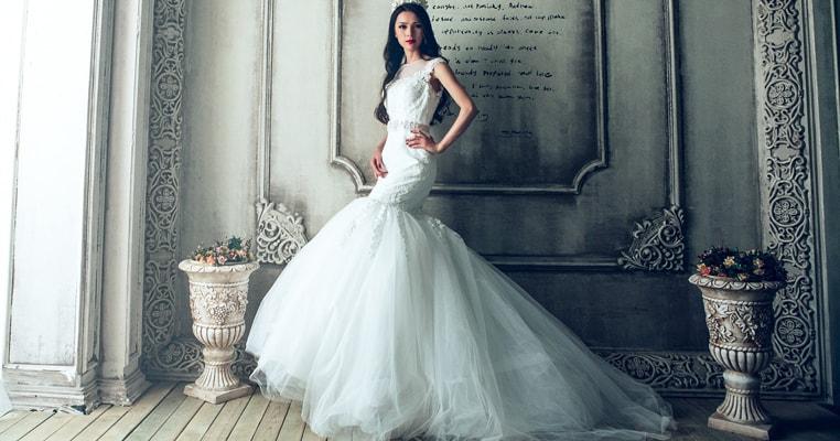 純白のウェディングドレスを着た花嫁