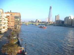 101_the Thames River_under_the_Millennium_Bridge