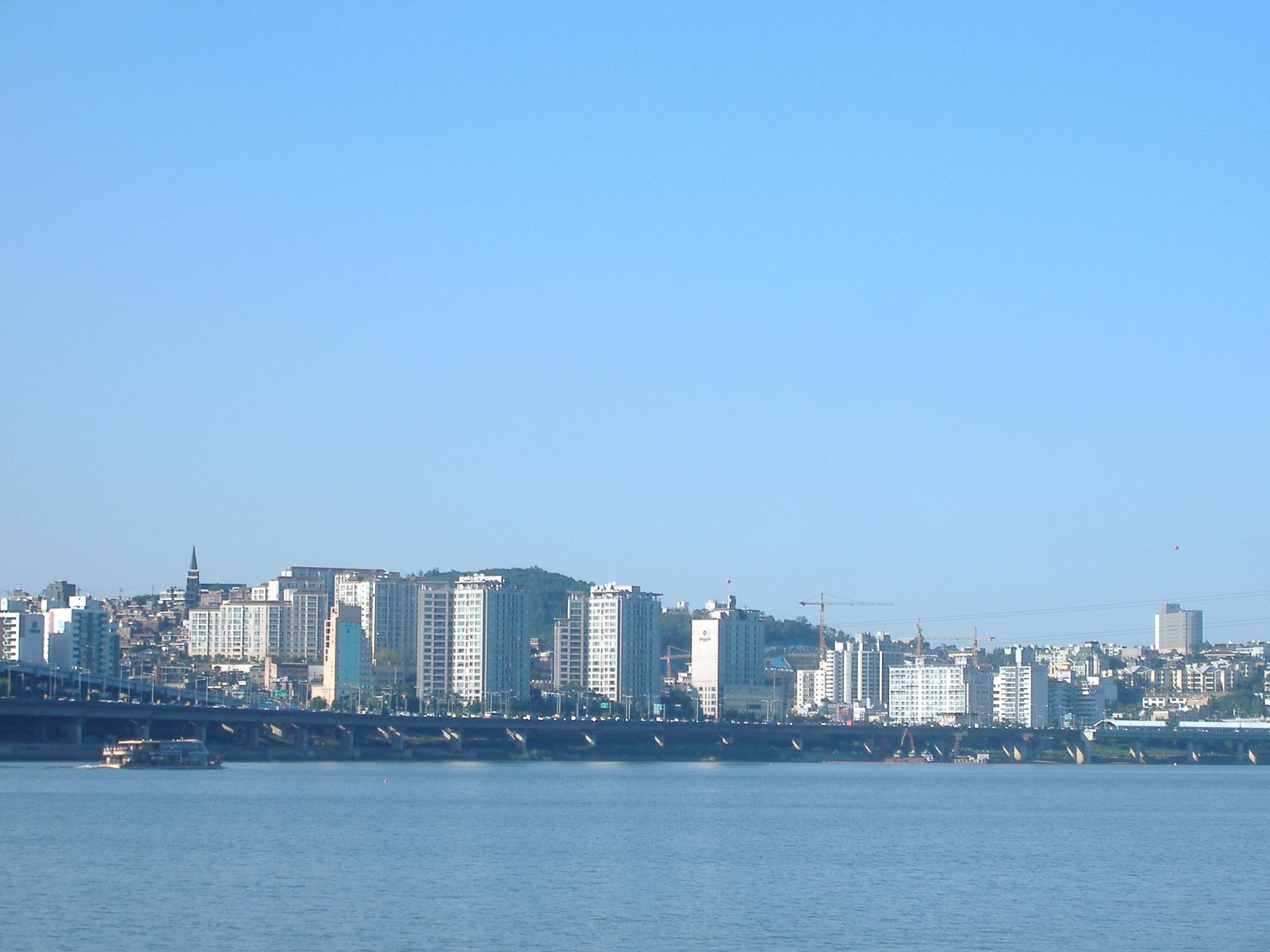 ソウル北部を南部から眺める