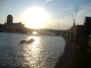 100_the Thames River_under_the_Millennium_Bridge