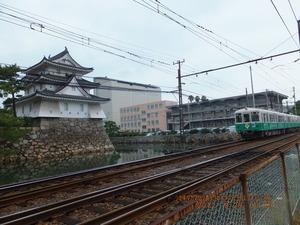 023_高松城外堀と電車