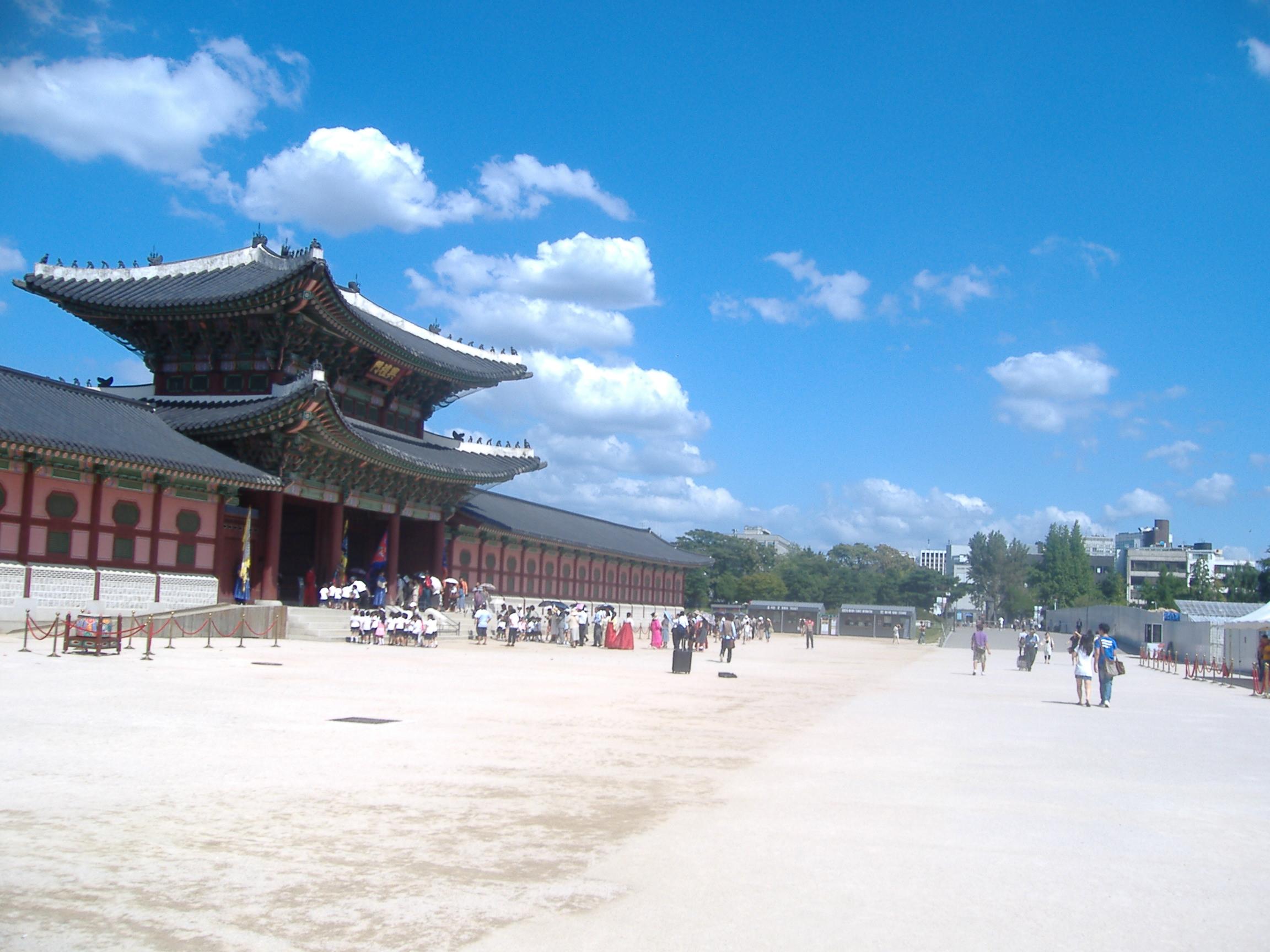 福京宮正門前
