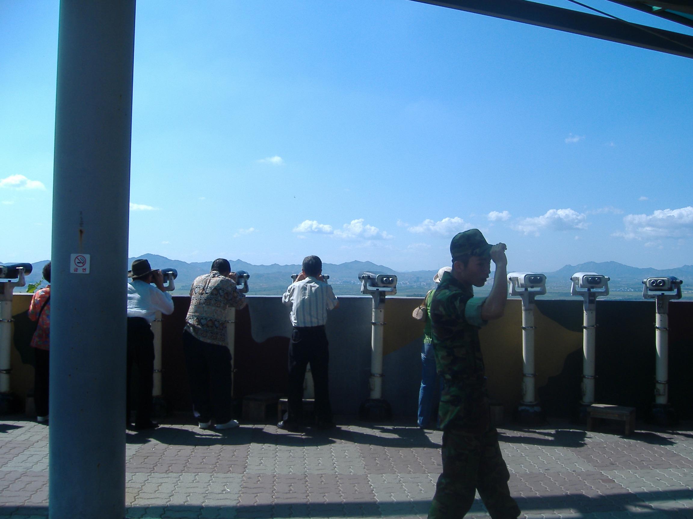 国境付近の展望台