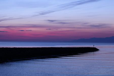 夜明け前の空 赤紫色の空 朝日 氷見市 (3)