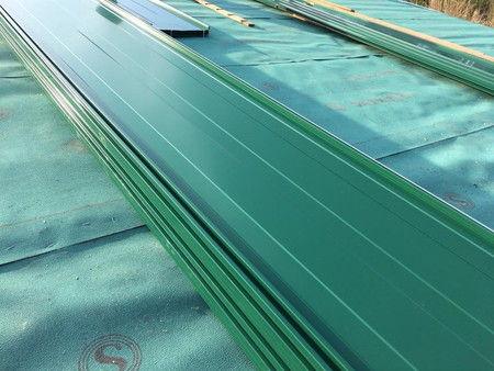 緑色の屋根 山 似合う 色 悩む