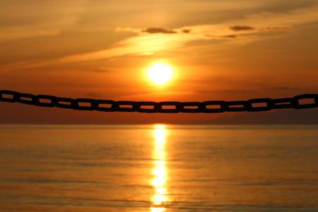 1 太陽と鎖