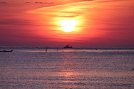 夜明け前の空 赤紫色の空 朝日 氷見市 (12)