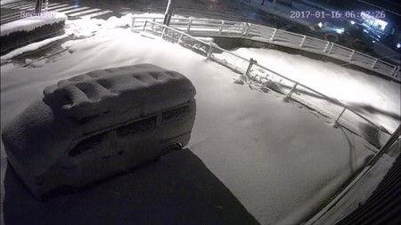6時 防犯カメラ 雪の状況 確認 遠隔  白黒 (2)