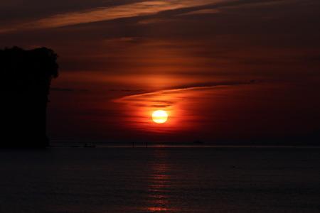 夜明け前の空 赤紫色の空 朝日 氷見市 (13)