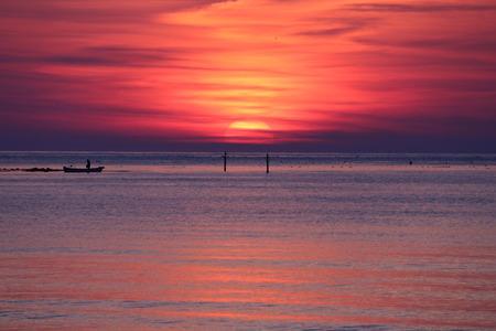 夜明け前の空 赤紫色の空 朝日 氷見市 (8)