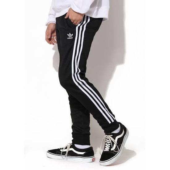 なんかここ一年くらいの大学生全員adidasのジャージ履いてない??
