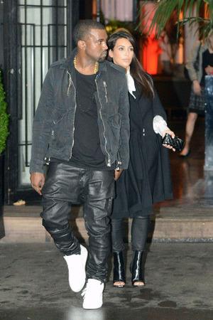 Kanye+West+Kim+Kardashian+Shops+Paris+jL5YHxdvwvSl