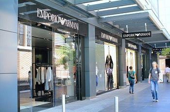armani-store-265115_640