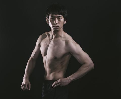 sports-gym-man-hosomacho-posing