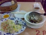 蛤スープと小籠湯包、えびチャーハン