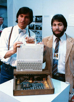アップル社の最初の作品「アップル1」6800万円で落札
