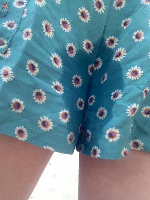 エロい着衣のままオモラシ (4)