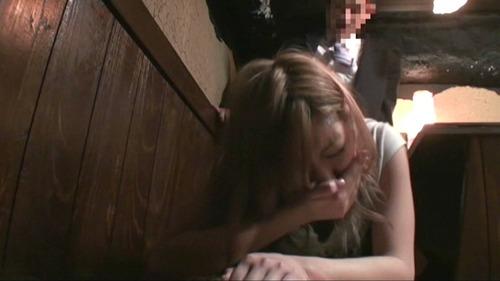 彼女が寝てる間に女友達とSEX (11)