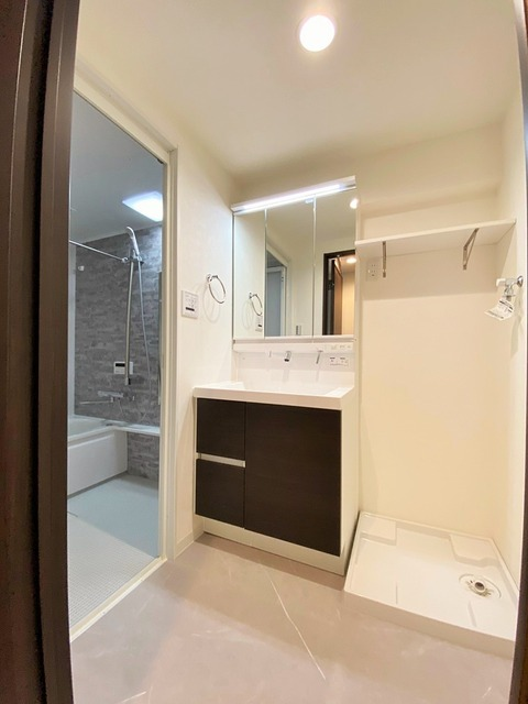モダン 洗面室 リルトホーム