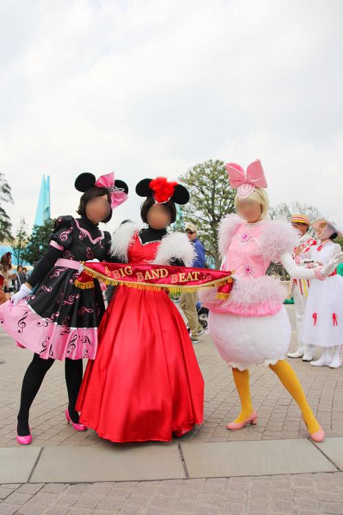 キャラクター名=「ミニー&デイジー」 BBBのとっても可愛い女の子たちです!!なんて華やかなんだ~!!(´∀`*) 衣装ももちろんなのですが、この幕もとても綺麗で