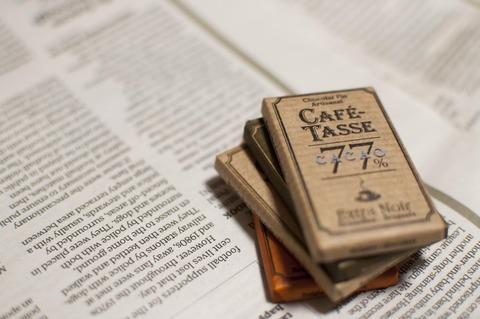 チョコと英字新聞