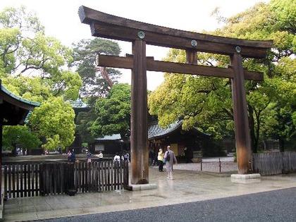 meiji-shrine-entrance