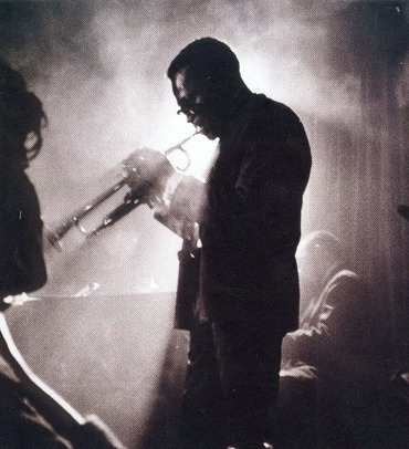 miles-davis-on-stage-smoke