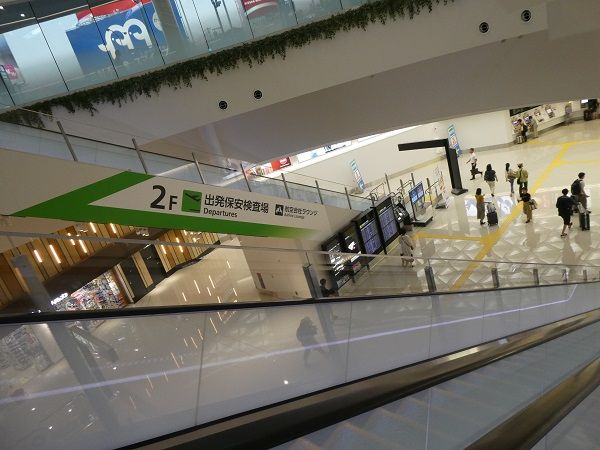 33 福岡空港