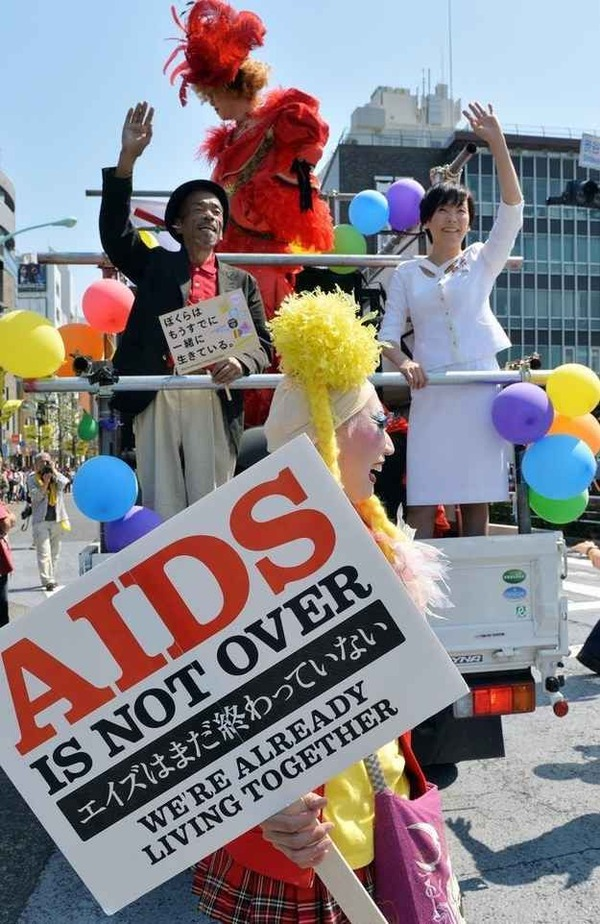 0akie abe1 joins gay parade in 2019