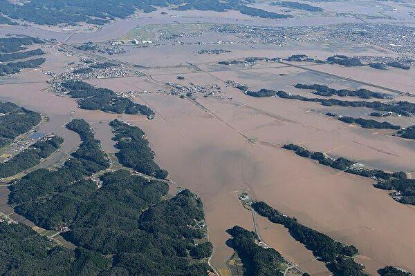 0abukuma river flood tyhoon 19