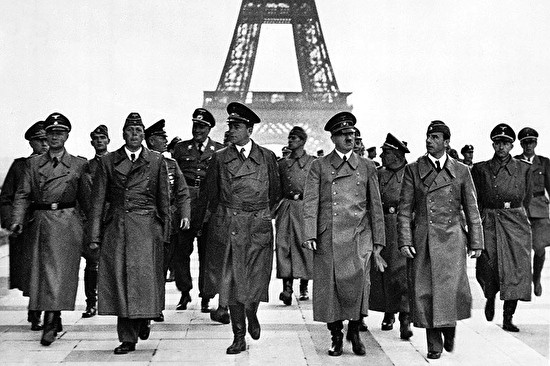 0adolf hitler before eiful tower