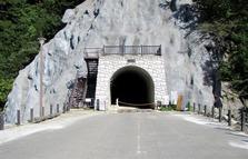 このトンネルが登山の入り口