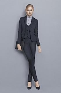 大学の入学式で女性スーツのコーデ-3