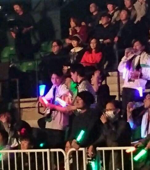 宮脇咲良が秋元康と一緒に欅坂46のライブを鑑賞http://shiba.2ch.net/test/read.cgi/akb/1482660350/