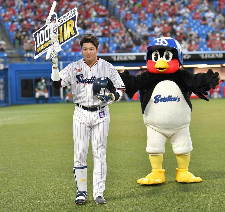 ヤクルト・村上、プロ野球史上最年少で100号ホームラン! 清原和博の記録を更新
