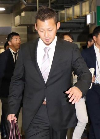 中田翔、登録抹消… 本人志願も治療を優先