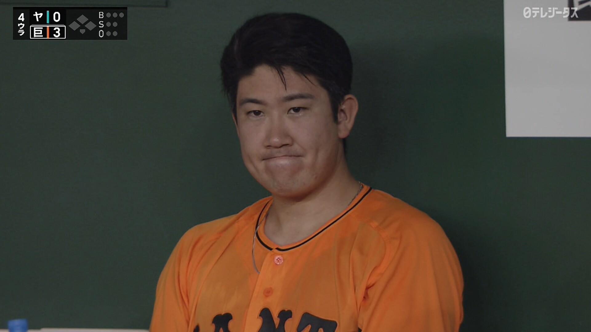 巨人・菅野、4回無失点で降板 ベンチで悔しそうな表情