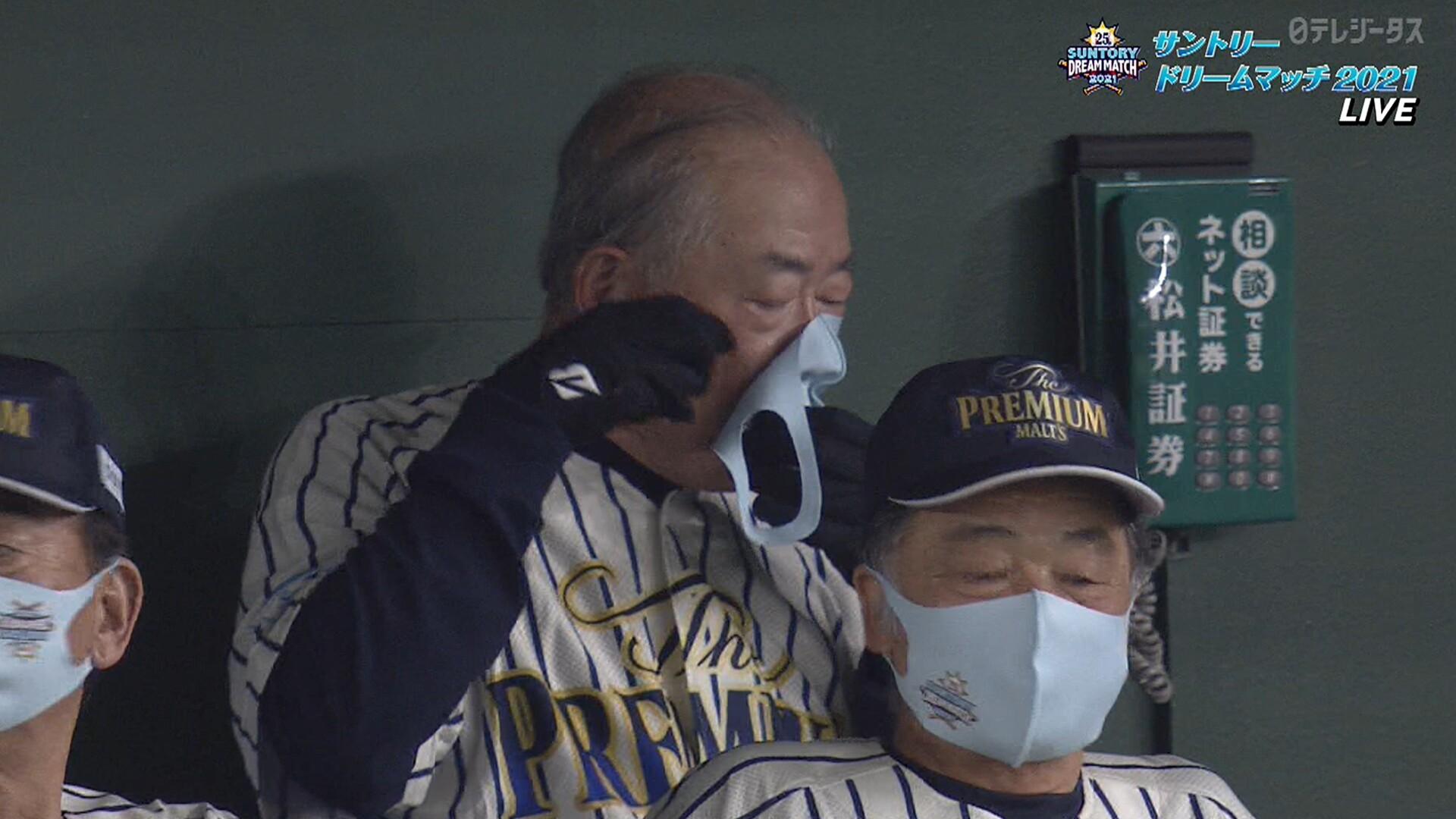 張本さん(80) マスクをつけるのに手こずるwwww