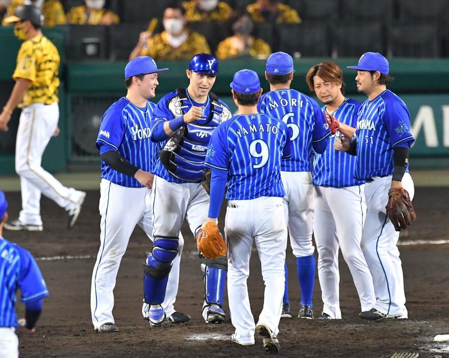 阪神ファンが三嶋登板に拍手 → 伊藤光「お前ファン増えたな」