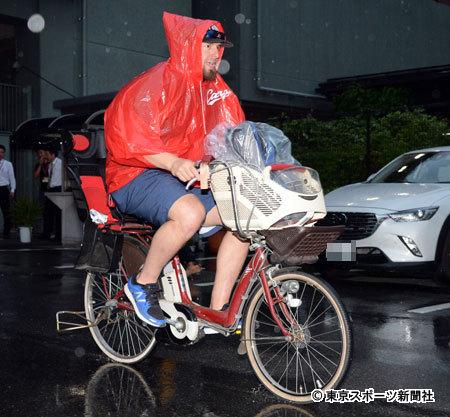 エルドレッド、豪雨の中ママチャリで帰宅