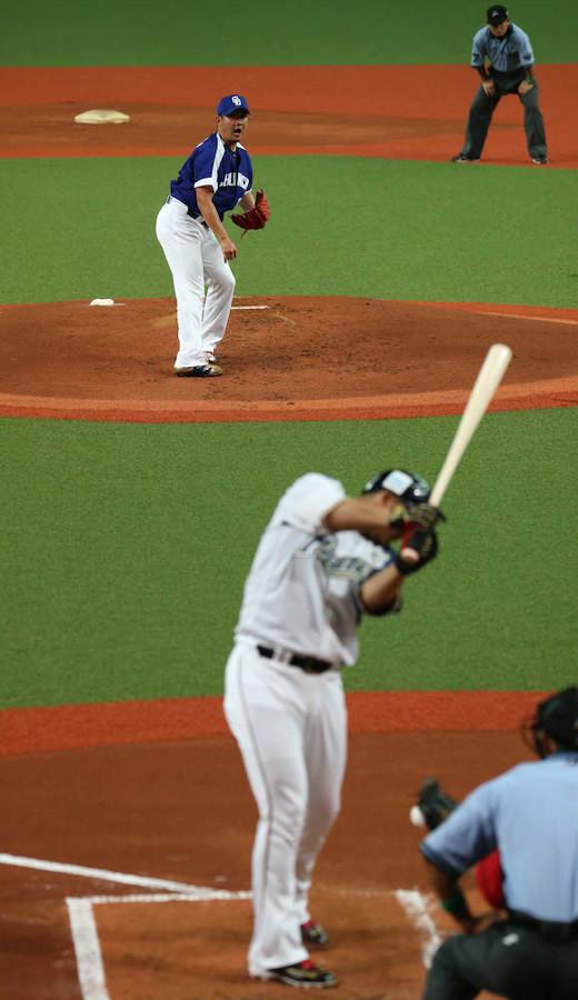 【悲報】  中田翔、死球打撲 「力が入らない」
