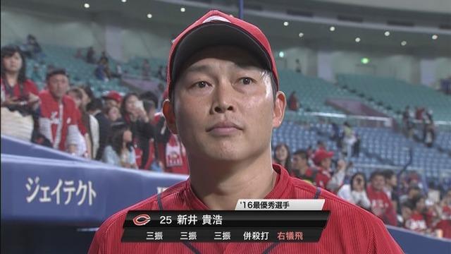 新井さん、5打席無安打でヒーローインタビューwwww