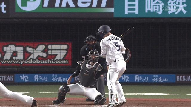【悲報】 西武・外崎、サイクルヒットを狙う打席で死球